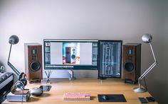 Top 30 Stunning Home Office Design Setup Desk, Computer Desk Setup, Computer Station, Home Office Setup, Office Workspace, Home Office Design, House Design, Pc Setup, Office Ideas