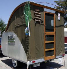 Catalott On The Road: Vintage Camping - Pismo Beach Style I think Full-width body on a teardrop is the way to go. Don't waste the footprint. Vintage Campers Trailers, Rv Campers, Camper Trailers, Small Campers, Teardrop Trailer Plans, Teardrop Campers, Vw California T6, Rando, Pismo Beach