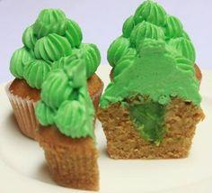 FAITH FAIRIES GREEN TEA MINI CUPCAKE Pleasureable green tea cupcake filled with green tea custard and topped with green tea buttercream frosting. (Cupcake dengan kenikmatan green tea, diisi dengan custard green tea dan diutupi dengan buttercream green tea.)
