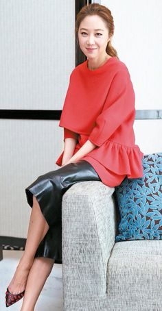 Gong Hyo Jin - love her shoes!