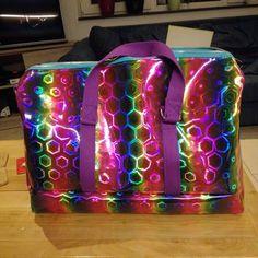 @cjegou sur Instagram: Psychédélique bag pour Heloïse. Bon pas très contente de mon travail mais elle oui. #boston #sacotin #DIY #couture #sewingproject