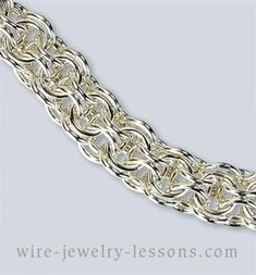 Open Round Chain-maille Bracelet - I bet this feels awesome! #beadedjewelrypatterns
