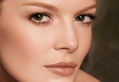 Como Maquillarse los ojos para Disimular las Bolsas - Para Más Información Ingresa en: http://formasdemaquillarse.com/como-maquillarse-los-ojos-para-disimular-las-bolsas/