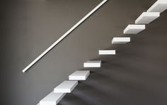 zwevende trap gemaakt uit composiet( Solid Surface)