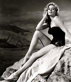 Anita Ekberg, Audrey Hepburn, Fellini Films, Raoul Bova, Pin Up, Jeanne Crain, Swedish Actresses, Marcello Mastroianni, Nasa History