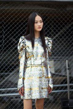 The Street Clique: Paris Style - Fall-Winter 2017 - 2018 Street Style Fashion Looks Fashion 2020, Star Fashion, Look Fashion, Paris Fashion, High Fashion, Fashion Trends, 2000s Fashion, Fashion Story, French Fashion