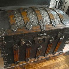 Martin Maier trunk More Wooden Trunks, Old Trunks, Vintage Trunks, Trunks And Chests, Vintage Suitcases, Wooden Chest, Vintage Luggage, Antique Trunks, Antique Chest