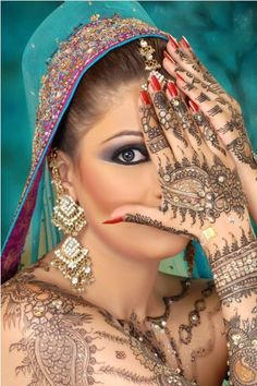 Pakistan Mehndi designs almost cater to all occasions with same breath of intricacy. Pakistani mehndi designs are the art of spectacle that few can resist. Pakistani Mehndi Designs, Latest Bridal Mehndi Designs, Mehndi Designs For Girls, Henna Designs Easy, Mehandi Designs, Henna Body Art, Henna Art, Hand Henna, Full Body Henna