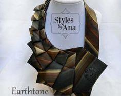 Collar de corbata único encuentra declaración por stylesbyana