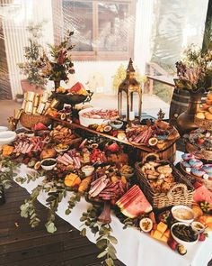 💕Perfect for any event, we can create amazing feasts to cater for over 400 guests, and customise our menus to suit your needs💕 The perfect… Source by Party Food Platters, Cheese Platters, Charcuterie And Cheese Board, Grazing Tables, Brunch Party, Wedding Catering, Wedding Buffet Food, Deco Table, Food Presentation