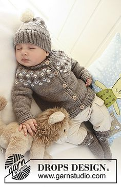 """First Snow / DROPS Baby - Set comprises: Knitted DROPS jacket with raglan sleeves and turtle neck, hat with pattern and socks with pattern in """"Merino Extra Fine"""". - Free pattern by DROPS Design Baby Knitting Patterns, Knitting For Kids, Baby Patterns, Free Knitting, Crochet Patterns, Start Knitting, Cardigan Bebe, Baby Cardigan, Drops Baby"""