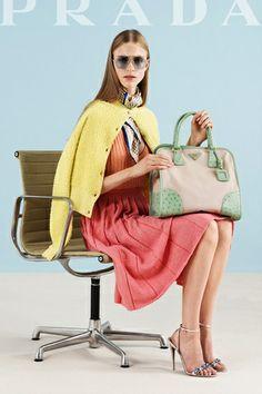 PRADA  fue fundada en 1913 siendo en sus inicios  únicamente un negocio de piel y cuero y en pocos años convirtiéndose en una firma internacional de moda.