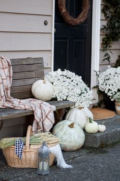 A simple and pretty fall home tour. Farmhouse eclectic style in neutral colors.