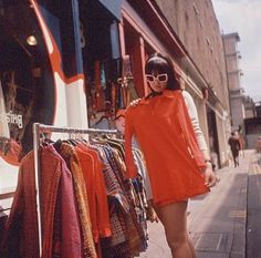 Shopping on Carnaby Street, London, 1967 60s And 70s Fashion, Mod Fashion, Fashion Mode, Fast Fashion, Vintage Fashion, Sporty Fashion, Parisian Fashion, Bohemian Fashion, Fashion Clothes