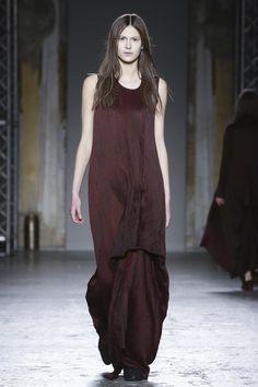 Uma Wang Ready To Wear Fall Winter 2015 Milan - NOWFASHION