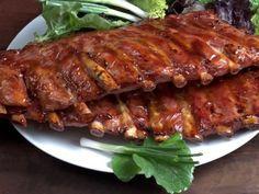 Receta de Costillas de Cerdo Picantes   Unas ricas costillas asadas en la parrilla con una salsa picante con toques de jengibre, soya, y limón.