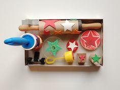 Bei schaeresteinpapier  werden heute die Weihnachtskarten gestempelt mit einem Sterne-Motiv. Die Stempel sind selber gemacht aus dem Up...