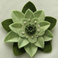 Pistachio Green Felt Flower Pin with Vintage por dorothydesigns