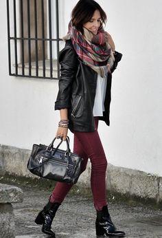 Chaqueta de cuero + bufanda de cuadros escoceses de Zara