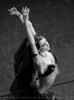 Polina Semionova in La Bayadère at Mikhailovsky Theatre. Photo by Nikolay Krusser Polina Semionova, La Bayadere, Ballet Photos, Theatre, Opera, Wonder Woman, Superhero, Beauty, Dancers