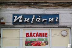 Pentru final am păstrat încă o siglă celebră – Nufărul, aceasta datând din anii '70, pe strada Bibescu-Vodă, lângă Piața Unirii. Nufărul era spălătoria oficială în timpul regimului comunist și în prezent se chinuie să supraviețuiască pe o piață efervescentă, dominată de noile spălătorii ecologice.