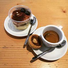 Il modo migliore per iniziare la giornata: Tiramisù e Caffè ☕️❤️ #tiramisu #coffee #dersut #perenzin #cheesebar #bar #conegliano #treviso #igerstreviso #food #foodporn #foodie #foodpic #instafood #cake #dessert
