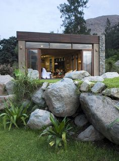 Peruvian architect, Marina Vella, has completed Chontay Stone House on a rural site, south-east of Lima. Project By Marina Vella Arquitectos Small House Kits, Small House Plans, D House, House Stairs, Cottage House, Facade House, Minimalist House Design, Minimalist Home, Bungalows