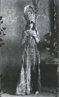 Fashion's Most Wanted: Style Icon: Marchesa Luisa Casati  The blonde in the pic.
