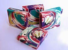 Festival de colores, uno de los jabones elaborado en el taller del día 13 de Julio en Barcelona, coloreado con micas ...