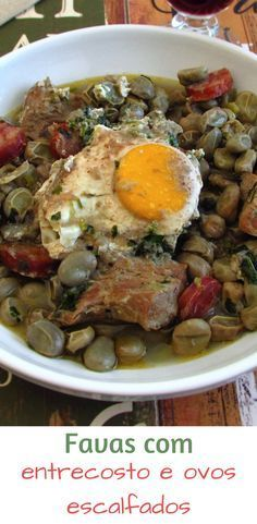 These are those recipes that are perfect for serving on a family Sunday lunch. Broad beans cooked with the taste of the spare ribs and chouriço. Egg Recipes, Pork Recipes, Recipies, Favas Guisadas, Red Bean Soup, Portuguese Recipes, Portuguese Food, Spare Ribs, Those Recipe