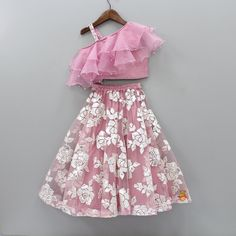 Baby Girl Dress Design, Girls Frock Design, Kids Frocks Design, Baby Frocks Designs, Kids Party Wear Dresses, Kids Dress Wear, Little Girl Dresses, Girls Dresses, Kids Wear
