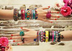 Dicas para cuidar das bijuterias e mante-las bonitas por mais tempo. Veja aqui: http://www.noticiasdemoda.com.br/acessorios-moda/item/123-cuidados-com-as-bijuterias.html