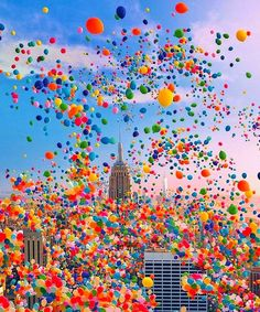 Balloon day in New York City 🎈 Photo by Amazing Photography, Art Photography, Photography Training, Photography Magazine, Editorial Photography, Travel Photography, New York City Photos, Colourful Balloons, Photomontage