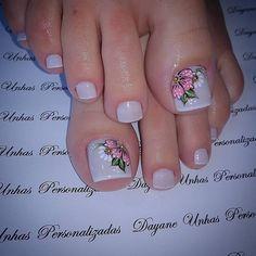 """French pedicure Unhas Lindas e Saudáveis on Instagram: """"QUER SER UMA MANICURE DE SUCESSO E APRENDER A FAZER UNHAS LINDAS IGUAIS A ESSA? CLIQUE NO LINK AZUL NO MEU PERFIL @FAZENDO.UNHAS"""" Fingernail Designs, Toe Nail Designs, Feet Nails, My Nails, Summer Toe Nails, Plaid Nails, Manicure E Pedicure, French Pedicure, Toe Nail Art"""