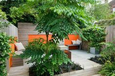 Break up the landscaped area and panels in a colour to coordinate with interior Brighton, Townhouse Garden, Plantation, Garden Inspiration, Garden Ideas, Plant Design, Small Gardens, Backyard Landscaping, Patio