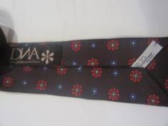 DNA別注デザイン、1924年創業Calabrese(カラブレーゼ)製シルクタイ。ナロー6cm幅。限定。ギフトポーチ付属。9,450円。