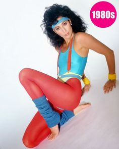 In the aerobics gear and the fitness craze became so popular. Leotards even replaced the need for undergarments. Gym styles were popularized thanks to Jane Fonda in bold primary colors. Power Dressing, Outfits 80s, Party Outfits, Look 80s, Sport Outfit, Retro Mode, Gym Style, Fashion Mode, 1980s Fashion Trends