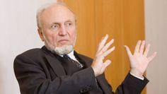 """Ifo-Chef Sinn """"Migration ist ein Verlustgeschäft"""" Eine Studie der Bertelsmann-Stiftung ist so interpretiert worden, dass die Zuwanderer dem deutschen Staat viel Geld einbringen. Der Ökonom Hans-Werner Sinn weist das zurück. Und legt eine andere Rechnung vor."""