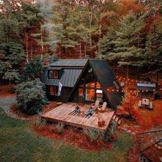 Tiny House Cabin, Tiny House Design, Cabin Homes, Cabins In The Woods, House In The Woods, A Frame House Plans, Casas Containers, Forest House, Jungle House