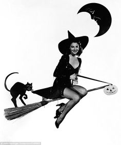 Classic Hollywood actress Ava Gardner, vintage Halloween witch pin-up girl photo Halloween Pin Up, Retro Halloween, Halloween Photos, Spirit Halloween, Happy Halloween, Halloween Ideas, Halloween Buckets, Halloween Queen, Halloween Witches