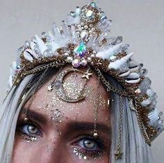Festival Fashion Outfit Guide - moda i uroda dress vintage dress aesthetic dress Festival Outfits, Festival Fashion, Mermaid Crown, Mermaid Make Up, Crystal Crown, Festival Makeup, Festival Looks, Fantasy Jewelry, Fantasy Makeup