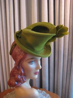 Stunning 40's Olive Green Tilt Hat w Layered Side Grn Feather #millinery #judithm #hats