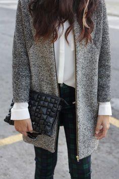 Grau, Schwarz + Weiß = Diese Kombi sieht immer edel aus! #fashion #autumn #outfit