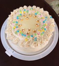 Honey bee cake with white chocolate ganache