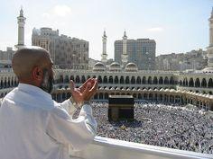 Supplicating Pilgrim at Masjid Al Haram. Mecca, Saudi Arabia - Islam - Wikipedia, la enciclopedia libre