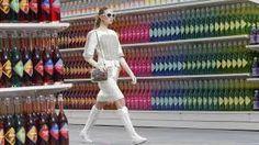 Risultati immagini per sfilata coco chanel supermercato