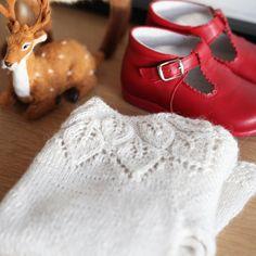 «Vi feirer den første skikkelige snøen med vinterhvit kjole #bellakjole #dustorealpakka #lacoquetakids»