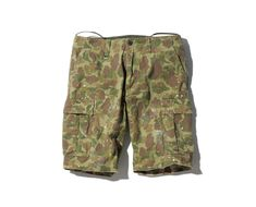 SOPHNET. CAMOUFLAGE HERRINGBONE PAINTED FIELD SHORTS