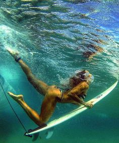 #Surf #girl... underwater…