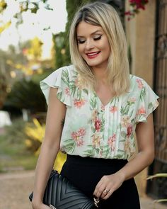 Pin by elis jimenez on blusas de damas in 2019 Classy Outfits, Casual Outfits, Fashion Outfits, Womens Fashion, Blouse Styles, Blouse Designs, Top Chic, How To Wear, Clothes